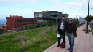 Manuel Ortiz y yo frente al IES Rafael Arozarena en La Orotava (Tenerife)